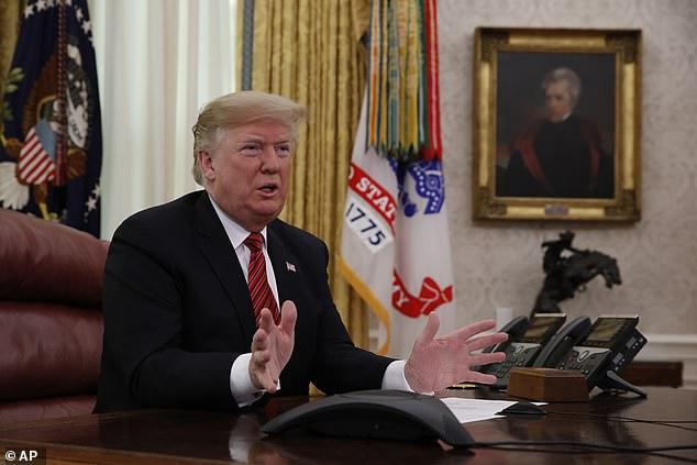 Der Präsident wechselte vom Danken der Truppen zum Gespräch über die Schließung der Regierung und zum Klagen darüber, dass es keine Grenzmauer gibt