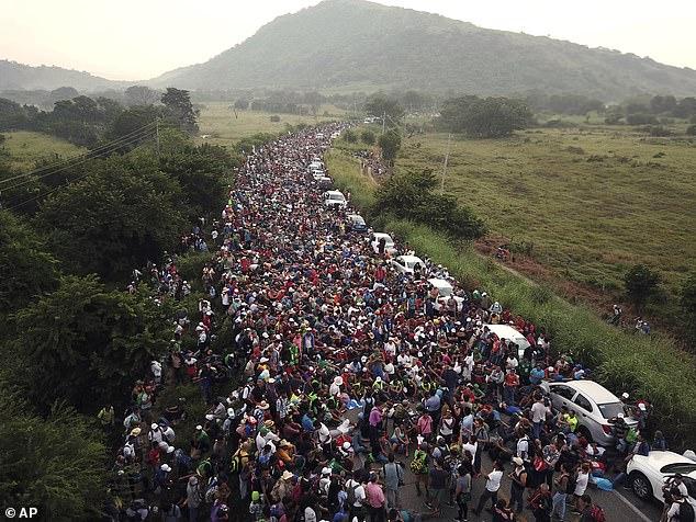 Es wird erwartet, dass eine weitere Karawane für Migranten am 15. Januar von Honduras abreist und nach Norden zieht, so die Vertreter der Einwanderungsbehörde und die mittelamerikanischen Medien. Mit geschätzten 15.000 Menschen wird die neue Karawane viel größer sein als die, die im Oktober an der Grenze zwischen den USA und Mexiko angekommen ist (im Bild).