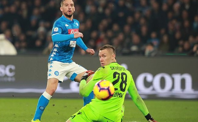 Napoli 3 2 Bologna Dries Mertens Gives Second Placed