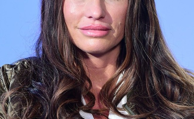 Katie Price Vows To Give Up Booze And Lose Two Stone In