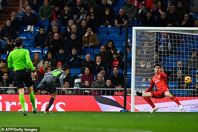 Substitute Ruben Pardo headed in the second goal to leaving Madrid sinking fast in La Liga