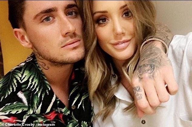 Trennung: Die Blondine ertrug die turbulente Beziehung zu Stephen, 28, bei der das Paar mehrere Male zerbrach, bevor es schließlich zu einer 11-monatigen Romanze kam