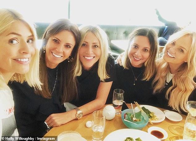 Día de chicas: Holly Willoughby compartió un raro golpe de su almuerzo de damas con las BFF Nicole Appleton y Emma Bunton en Instagram el viernes