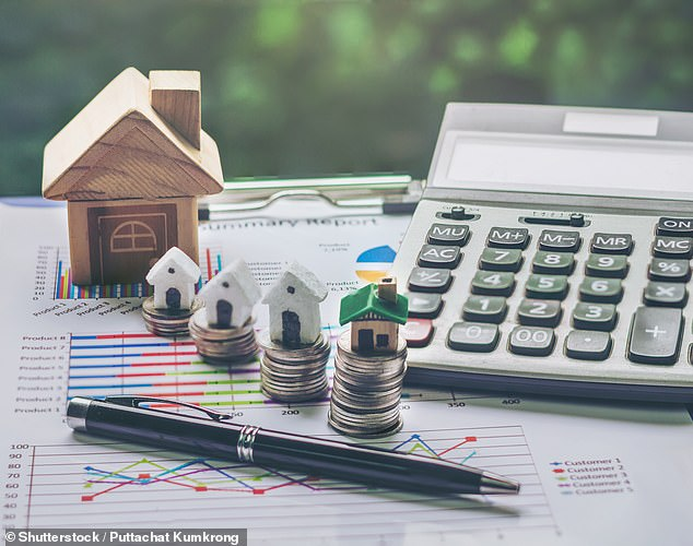 Structured plans: these plans offer returns linked to the stock market, but with built-in protection