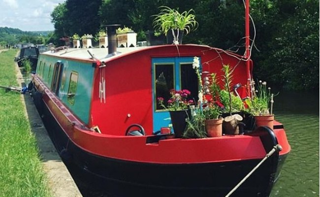 Houseboats Are The Latest Craze Taking Over Instagram