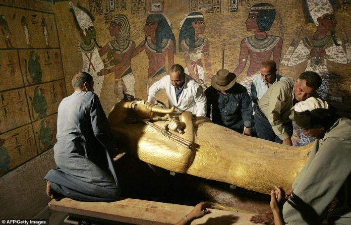 Egypt's antiquities chief Zahi Hawass (3rd L) supervises the removal of the sarcophagus of King Tutankhamun in his underground tomb in the famed Valley of the Kings in 2007.
