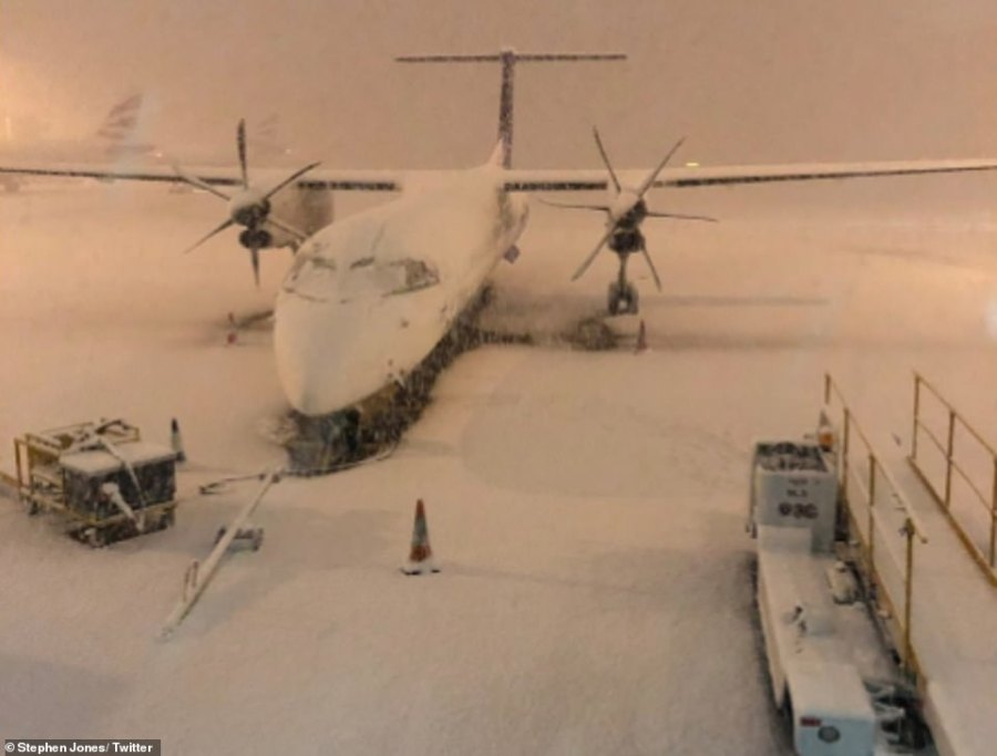 Heavy snow caused major disruption at Manchester Airport yesterday morning