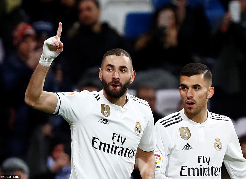 Karim Benzema celebrates giving Real Madrid the lead against Deportivo Alaves at the Bernabeu