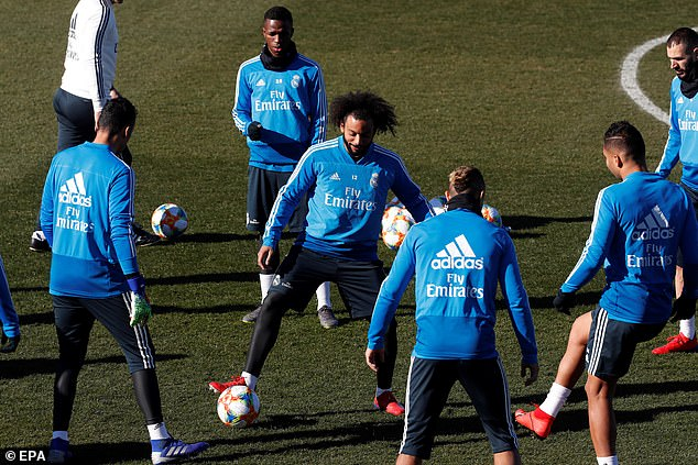 Marcelo finds himself in the middle of the Rondo as the Real stars practice their passing