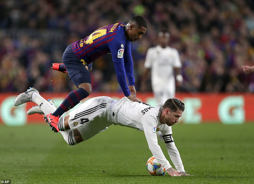 Malcom goes down under the challenge of central defender Ramos, who stops the forward advancing any further