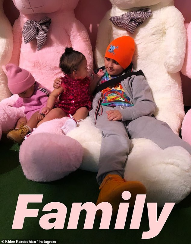 """Family"": the real poses with his cousins ​​Stormi Webster [center] and Mason Disick"