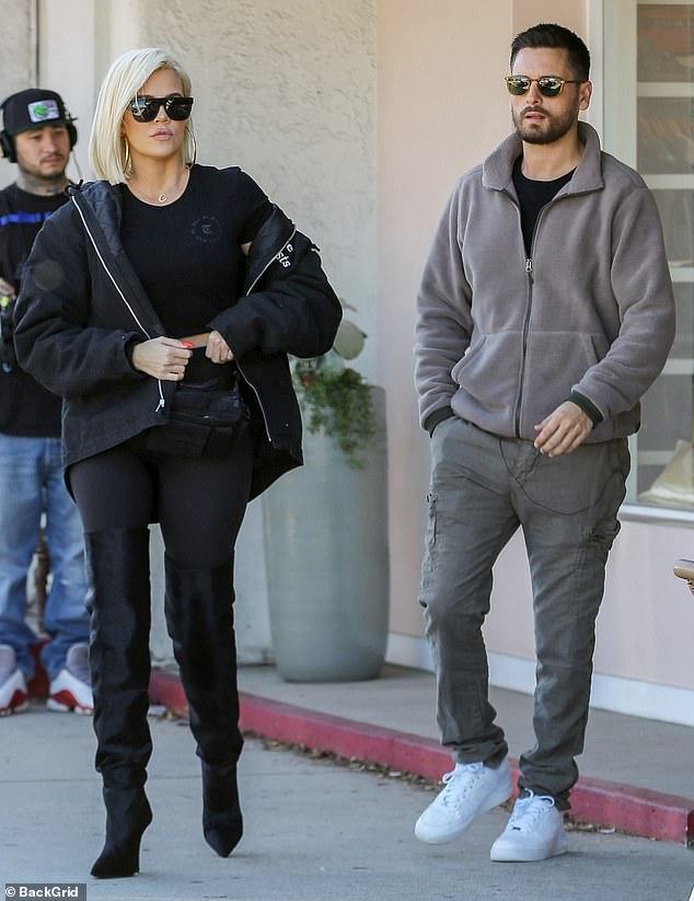 ¡Hagamos el almuerzo! Khloe Kardashian y Scott Disick almorzaron juntos en Sherman Oaks, California, el lunes, mientras que las cámaras los seguían filmando escenas de Keeping Up With The Kardashians