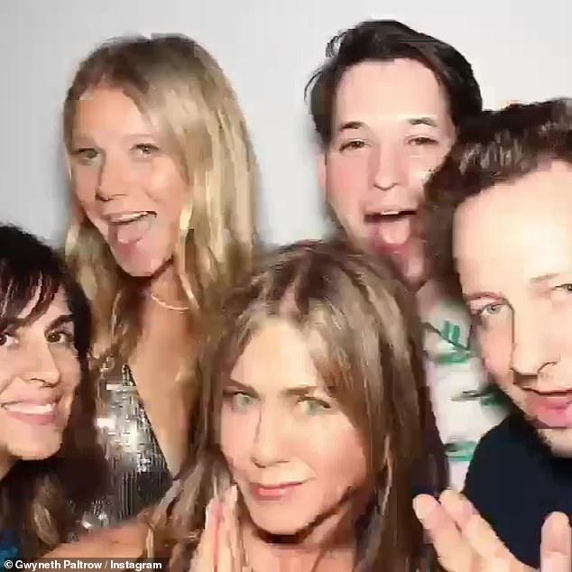 Il y avait un bal: Il y avait aussi l'ex-fiancée de Brad, Gwyneth Paltrow, qui est devenue une amie intime avec Jennifer