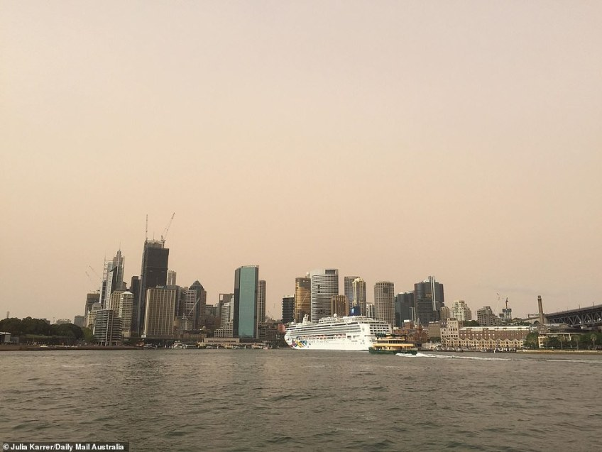 'Dust bomb' hits Sydney: A red haze descends on the city as the heatwave continues and temperatures hit 35C on the east coast. Pictured: Dust over Sydney on Wednesday