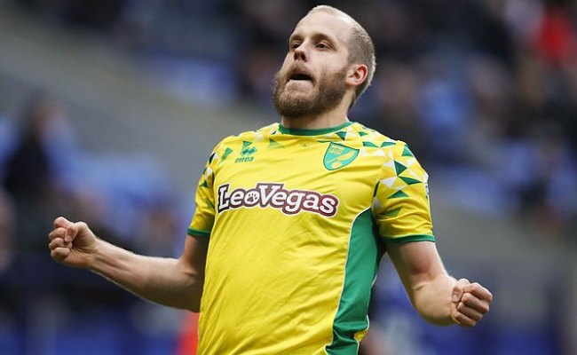 Bolton 4 0 Norwich Teemu Pukki Strikes Twice To Send