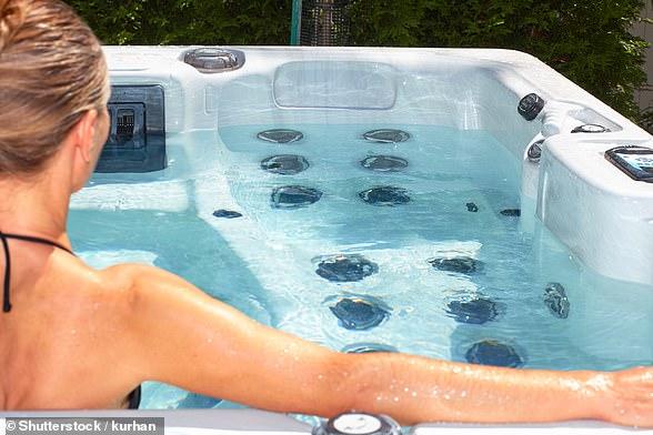 Holidaymaker blames Tui hotel hot tub for toe amputation