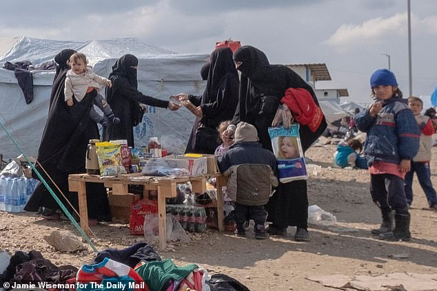 I find that Shamima is painful to be conciliatory. At the end it seems to understand the offense that caused and the damage that has caused its prospects to return home (pictured: Market Day in the field of Al Hawl)