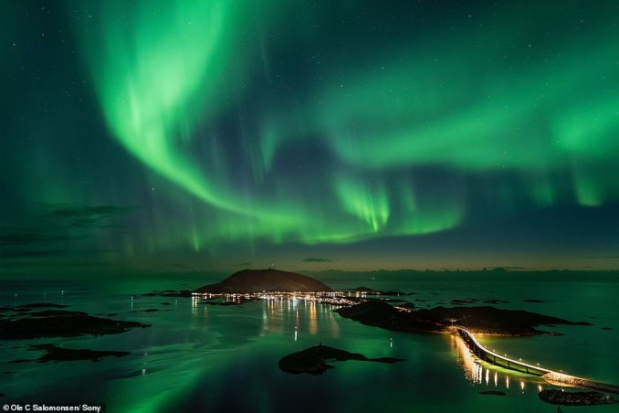 Ole says ISO invariance on his camera allows him to 'under expose the picture deliberately not to burn out the highlights of the strong auroral display. But then I can raise the exposure later in post, without adding any noise'
