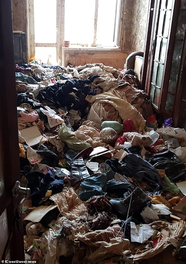 Upon entering the flat, police officers found the state of the flat was so bad that they had to use chemical protection suits