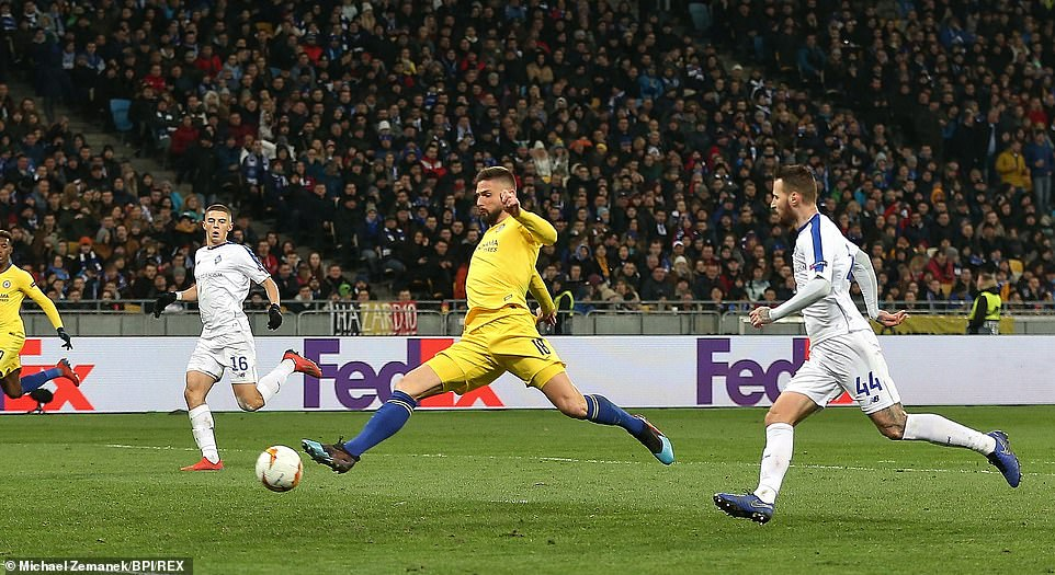 Giroud doubles Chelsea's lead in the second leg with a poked finish from Marcos Alonso's cross on the left-hand side
