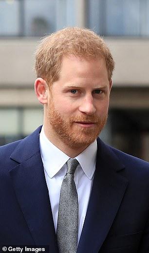 Diana avait hâte que Harry soit inclus dans tout. Elle voulait qu'il évite le destin traditionnel du deuxième fils «épargné» dans la famille royale.