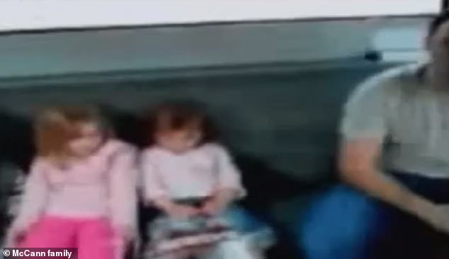 Another video also taken in April 2007 showsMadeleine on an airport bus in the Algarve