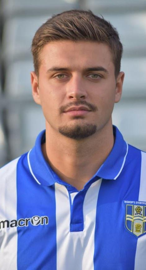 Mike disfrutó de una exitosa temporada como futbolista profesional. Aquí, aparece en préstamo en el Bishop's Stortford FC en préstamo en la temporada 2012/13