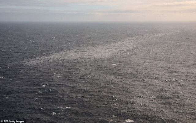 French authorities are bracing for the arrival of an oil slick that is creeping toward its southwest coast