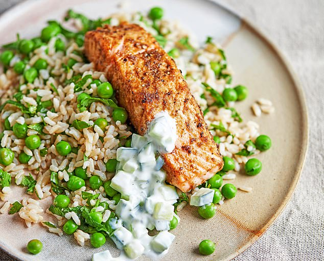 Spiced salmon with pea and herb rice sauce: 500 calories per serving