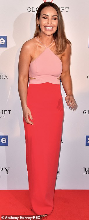 She made the cut! Tasteful midriff cut-outs teased a glimpse of the model's taunt stomach when she worked the floor at the star-studded dinner