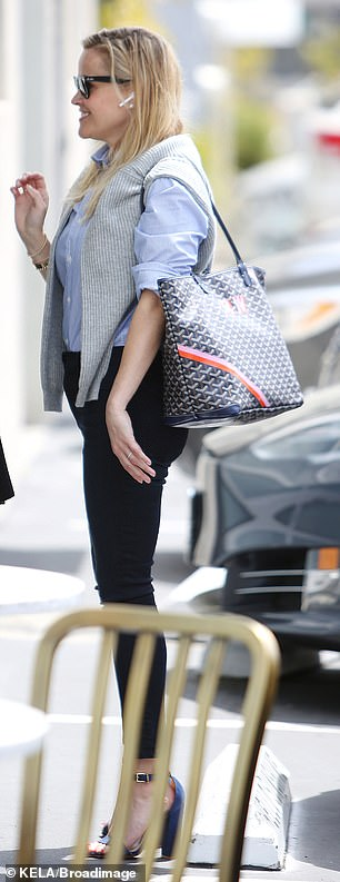 She stepped out in a pair of very high heels and carried a patterned tote over one shoulder
