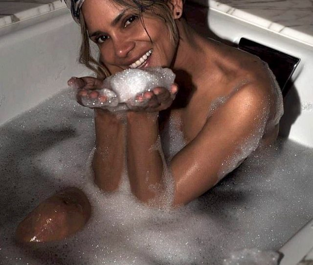 Stunning Halle Berry 52 Once Again Confirmed Her Sizzling Status On Sunday As