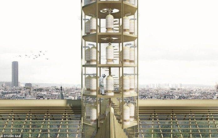 El chapitel destruido de la catedral también sería reemplazado por un colmenar para albergar a las aproximadamente 180,000 abejas que sobrevivieron al incendio.