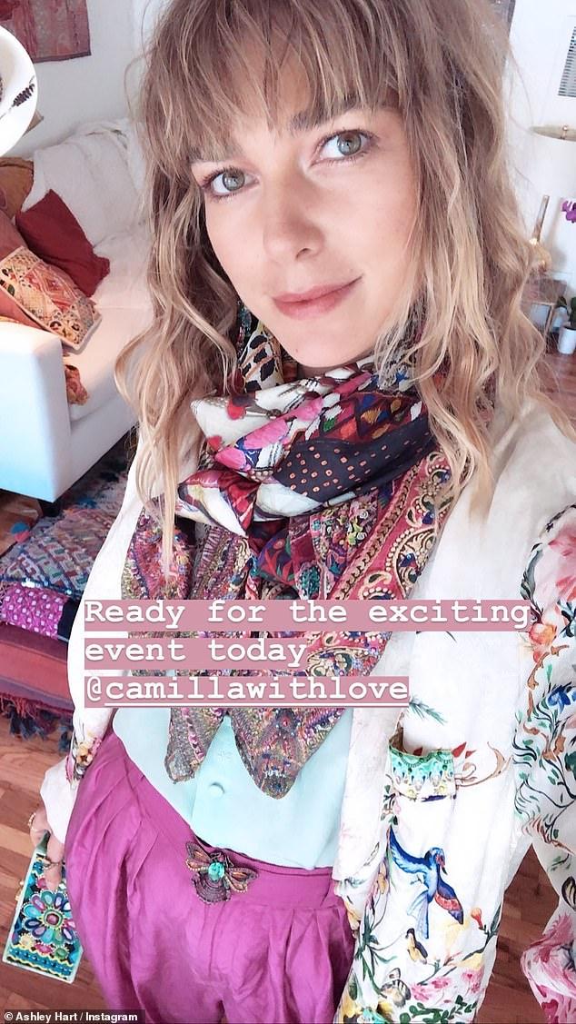 Oh, si jolie en rose! Comme l'une des exportations de modèles les plus réussies d'Australie, Ashley a montré sa silhouette élancée dans un numéro rose du designer populaire