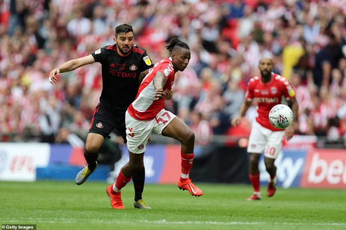 Aribo attempts to win the ball for Charlton as he competes with Sunderland's Alim Ozturk