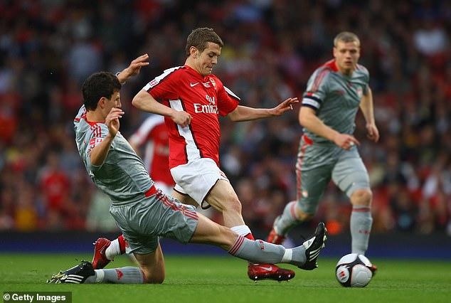 Jack Wilshere dodges Daniel Ayala's duel during the first leg at Emirates Stadium