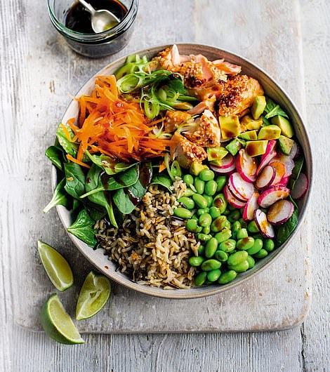 This salmon salad bowl is a filling dish, packed with nutrition and appetizing flavours