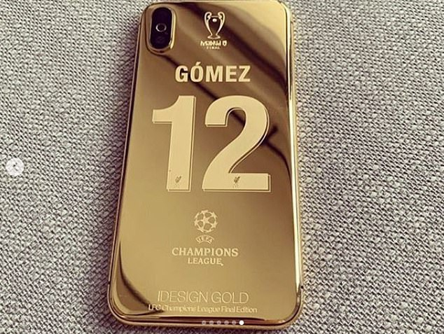 Twenty-eight phones were customised for squad members and even manager Jurgen Klopp