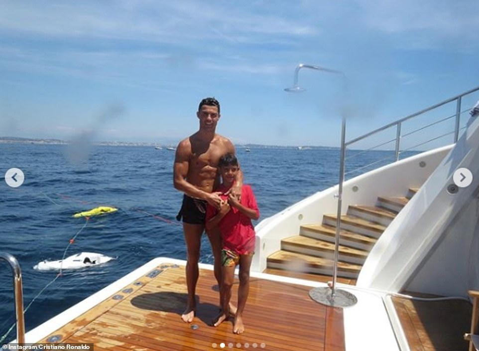 Inside Cristiano Ronaldo S Yacht Holiday Football Ace Shares Glimpse At 15 Million Luxury Vessel Daily Mail Online