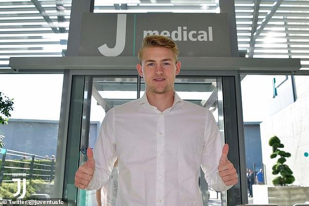 Matthijs de Ligt donne son approbation après avoir terminé son examen médical à la Juventus