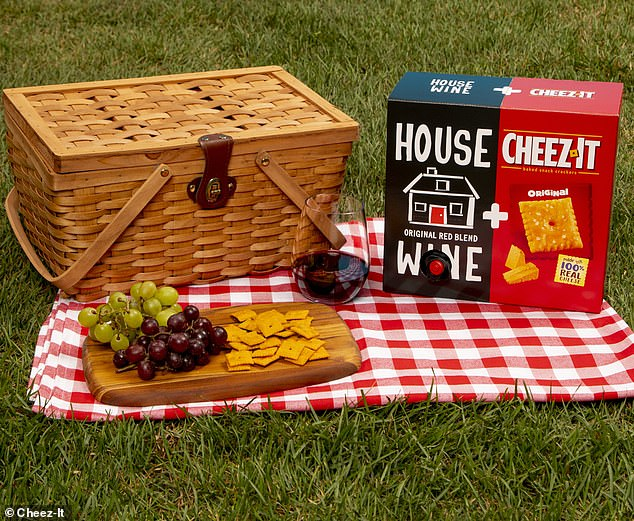 Delicious!Cheez-It and House Wine unveiled avery convenient package that combines the cheesy crackers and red wine earlier this summer