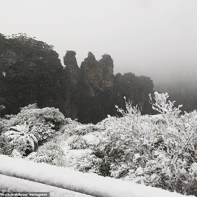 Snowfall closes Great Western Highway and cuts off Blue Mountains as