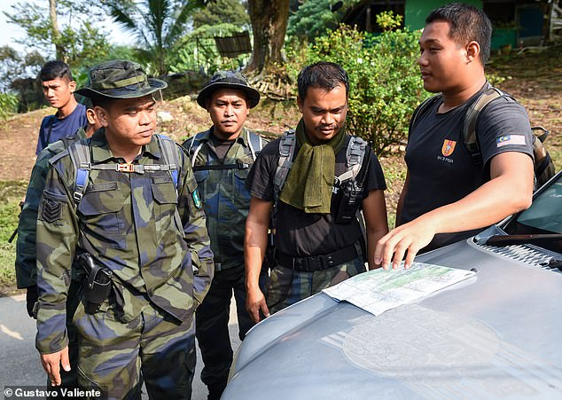 Police commanders brief their men on the search for Nora on Tuesday, just hours before her naked remains were discovered