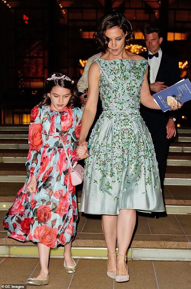 Madre e hija: Juntos, Tom y Katie tienen una hija, Suri Cruise; visto aquí en mayo de 2018 en el ballet de Nueva York