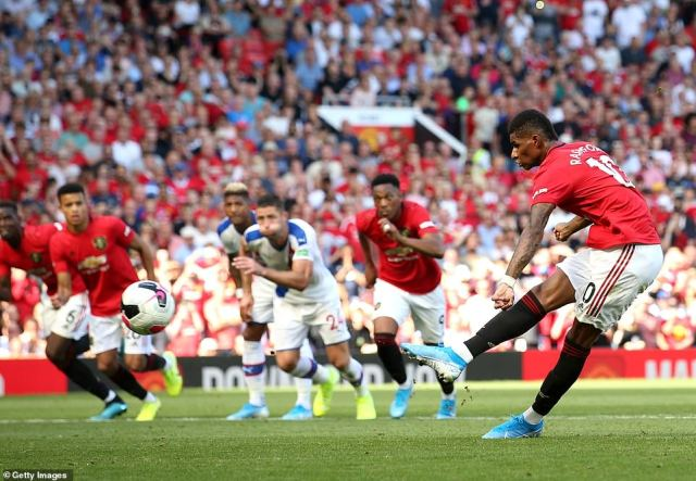 After Paul Pogba missed a penalty against Wolves, Rashford also failed to score from the spot on this occasion