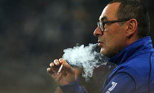 Juventus 'Irked' By Maurizio Sarri's Refusal To Quit Smoking Despite His Struggles With Pnuemonia - EOnlineGH.Com