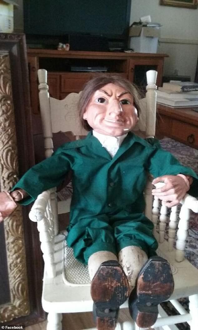 La poupée a été découverte sous une maison abandonnée à Wagga Wagga, en Nouvelle-Galles du Sud, par la propriétaire, Kerry Walton, il y a presque 50 ans.