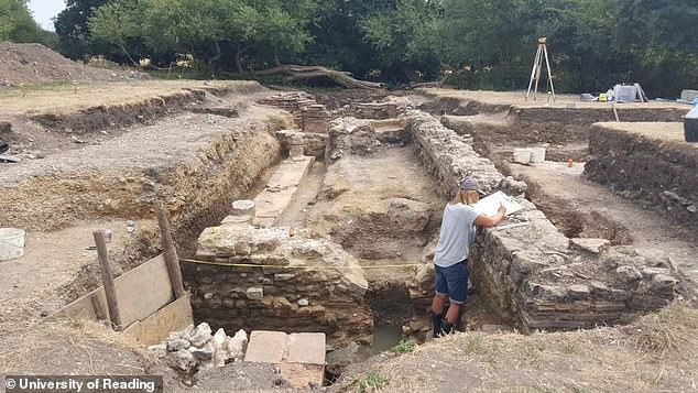 University of Reading archaeologists discovered the remains of a brick wall which they believe could have constituted a bathroom