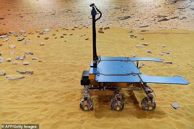 Un prototype fonctionnel du nouveau rover Rosalind Franklin ExoMars dans les installations d'Airbus Defence and Space à Stevenage, au nord de Londres.
