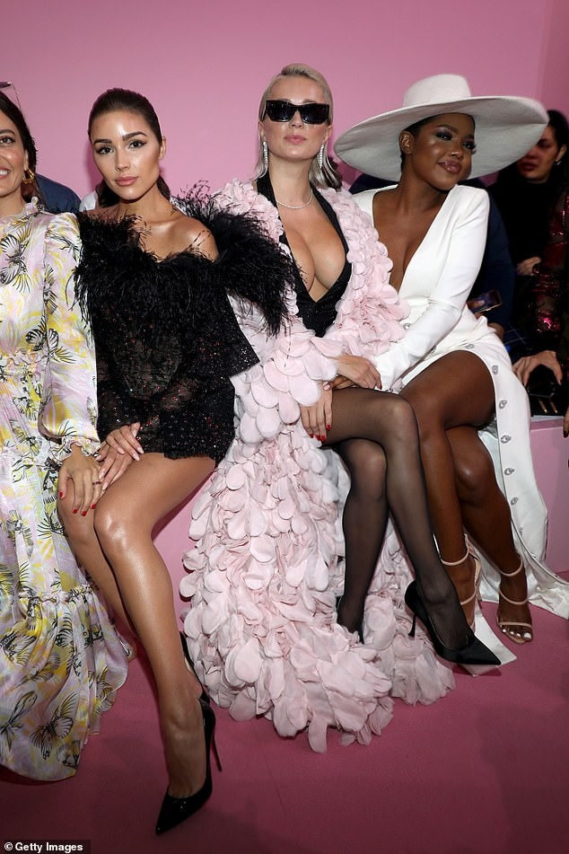 Views: She was seen seated during the show next to Caroline Vreeland
